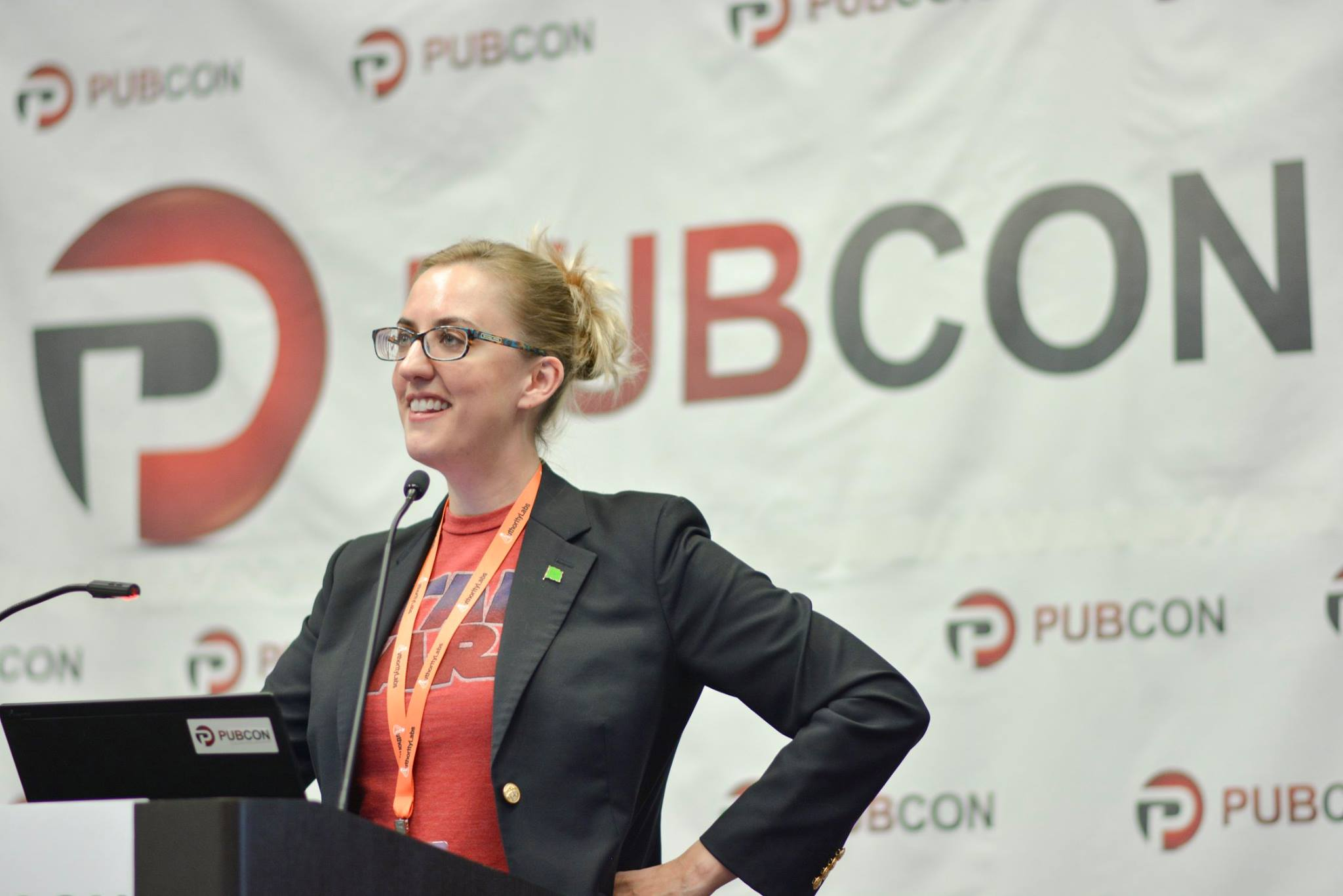 Carolyn Shelby speaking at PubCon